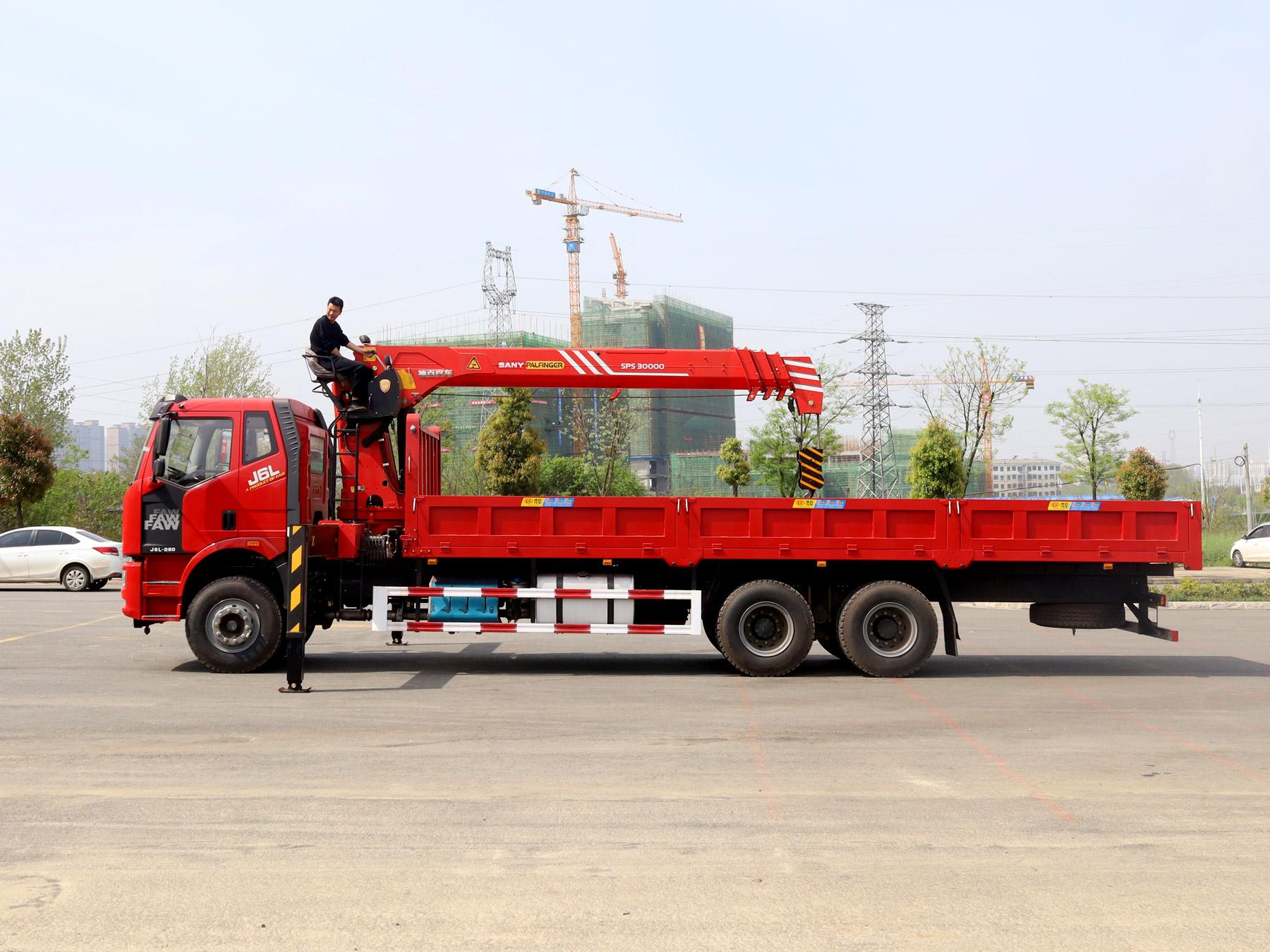 解放后八轮三一12吨随车吊全方位高清图展示