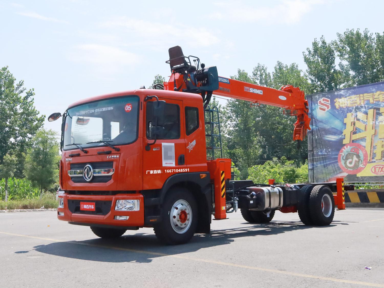 多利卡D9排半石煤8吨随车吊
