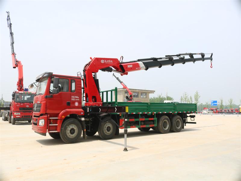 陕汽德龙25吨7节长兴折臂随车吊
