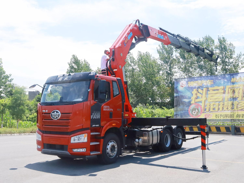 解放牵引头韶起25吨折臂随车吊全方位高清图展示