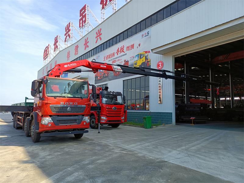 重汽豪沃长兴16吨折臂随车吊全方位高清图展示