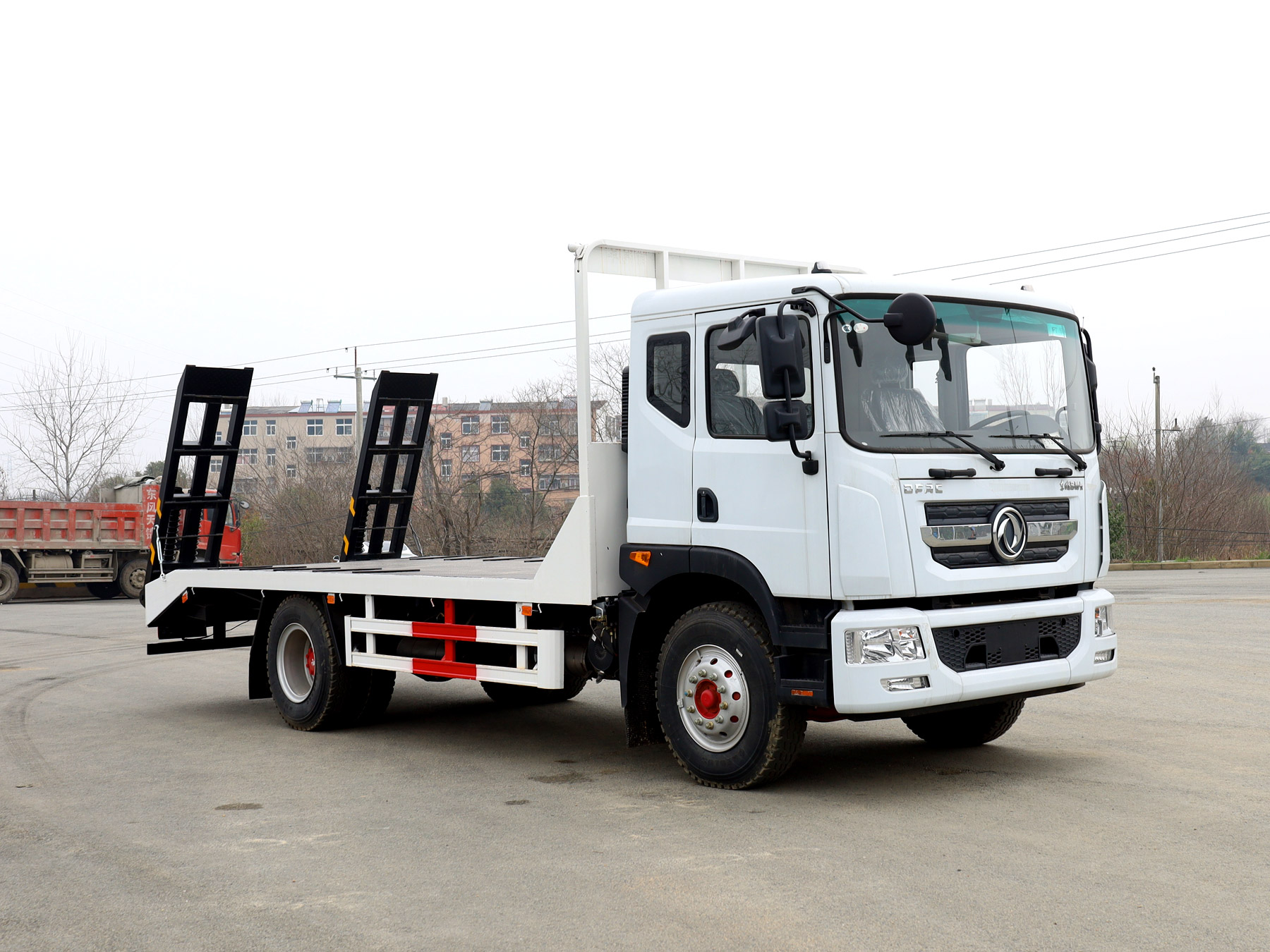 东风多利卡D9排半平板运输车全方位高清图展示
