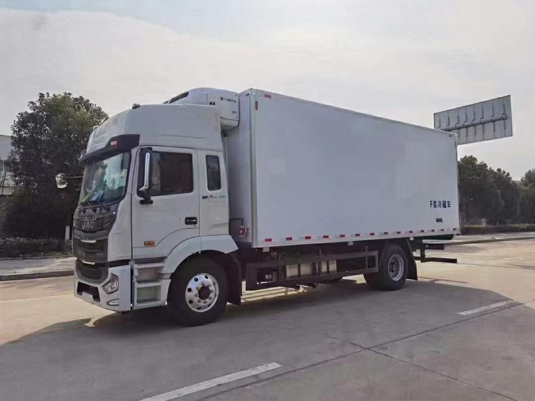 国六江格淮尔发6米8冷藏车