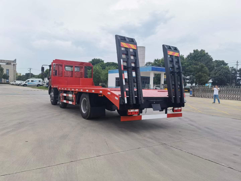 福田时代小三轴平板运输车全方位高清图展示
