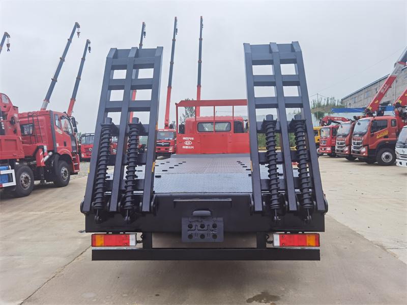 东风华神DV3小三轴平板运输车全方位高清图展示