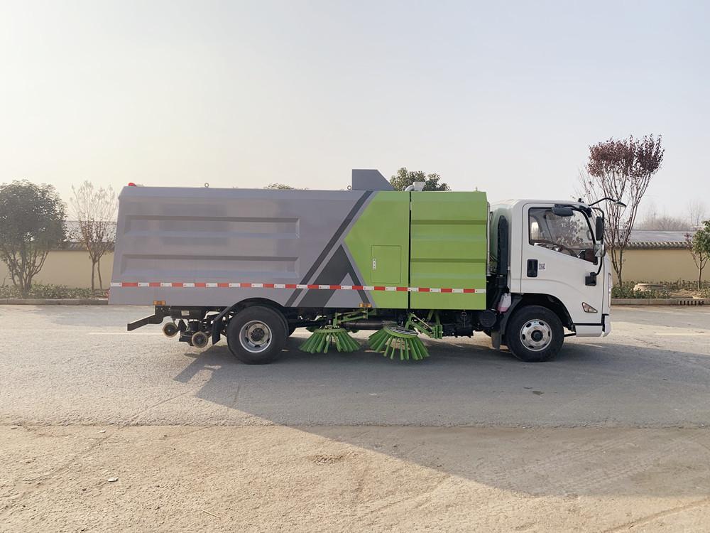 江铃国六8吨(2.5水/5尘)扫路车