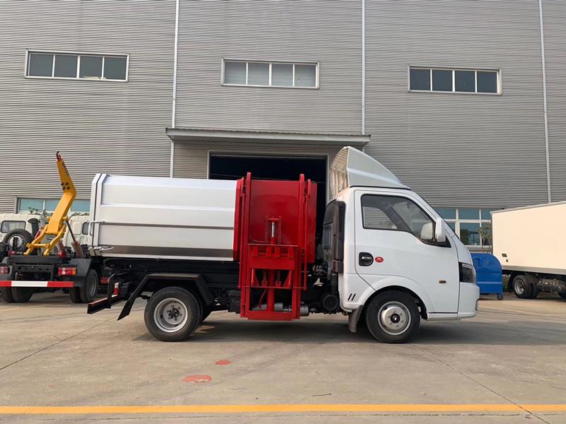 国六东风途逸3方侧装挂桶式垃圾车