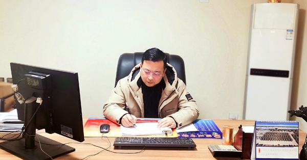 程力专汽销售主管张小明介绍