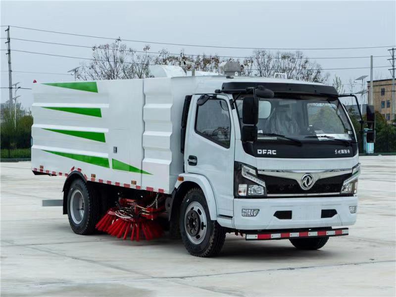 大多利卡国六8吨扫路车