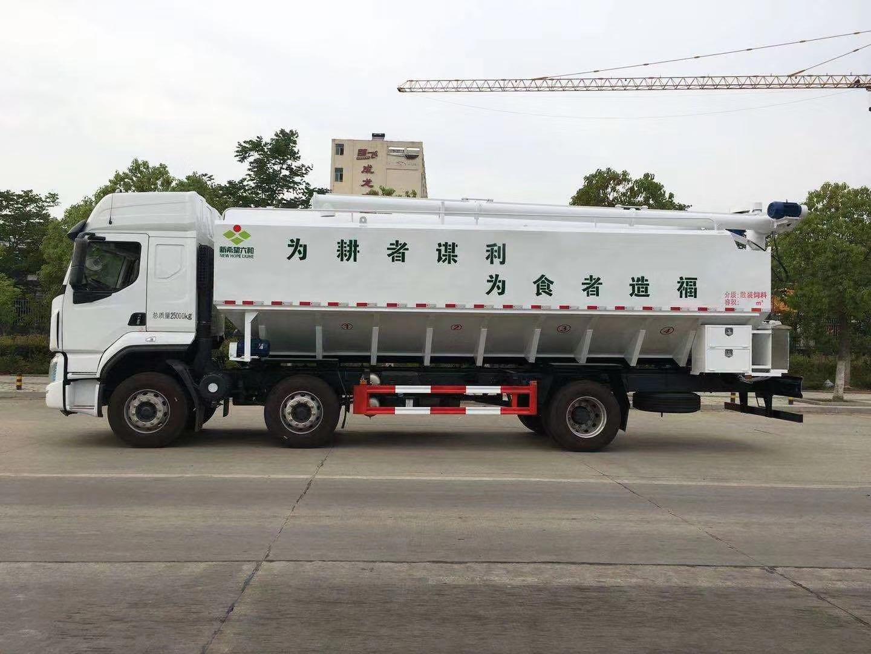 国六柳汽乘龙小三轴30方散装饲料运输车