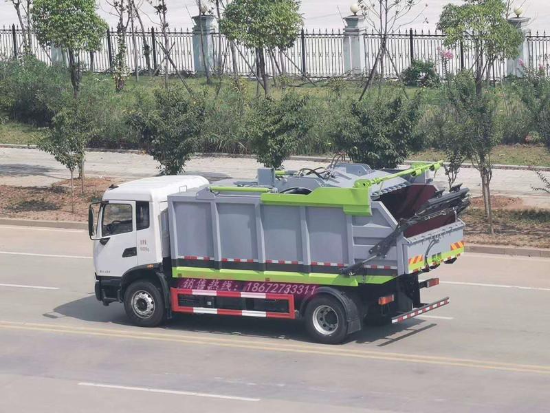 东风天锦垃圾清运车