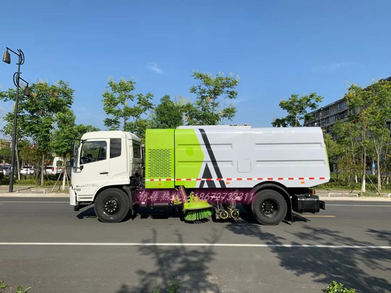 东风天锦8方吸尘车