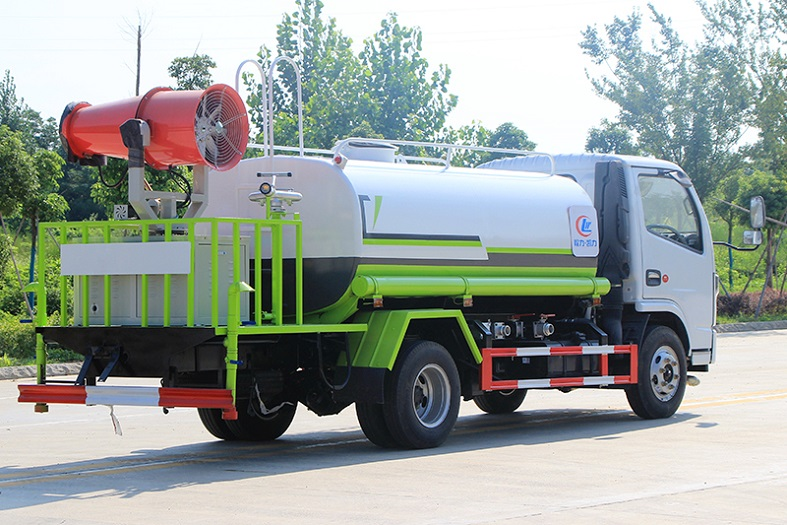 东风小多利卡5吨喷雾洒水车