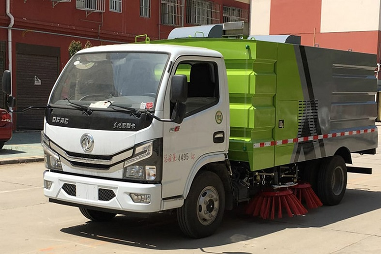 东风多利卡5吨(1.5水/4尘)扫路车国六