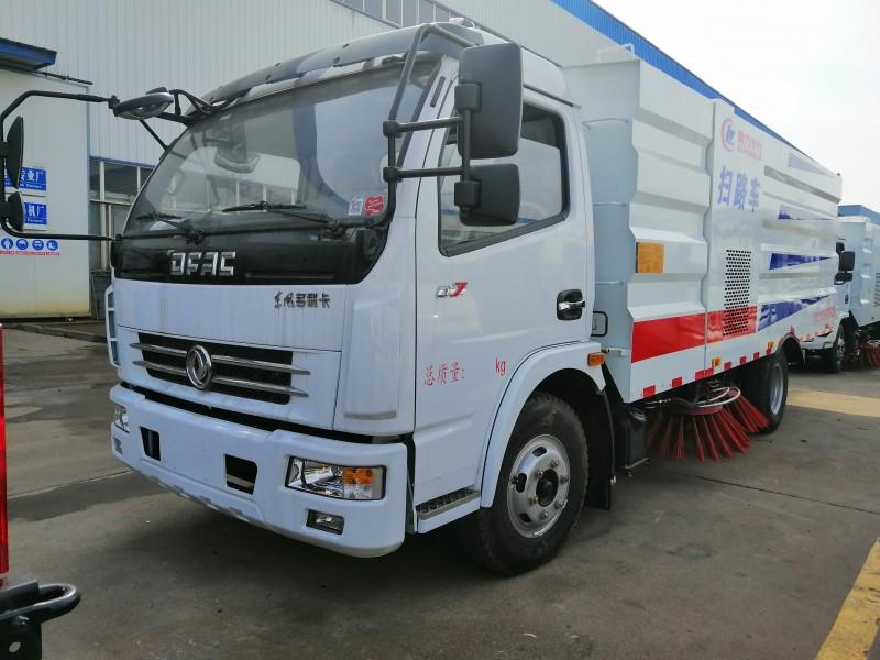 云南多利卡D7扫路车8吨扫路车
