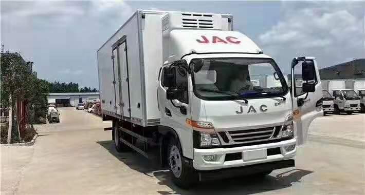 骏铃一排半国五6.2米冷藏车