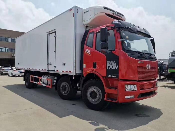 中国一汽解放J6L小三轴8.7米冷藏车