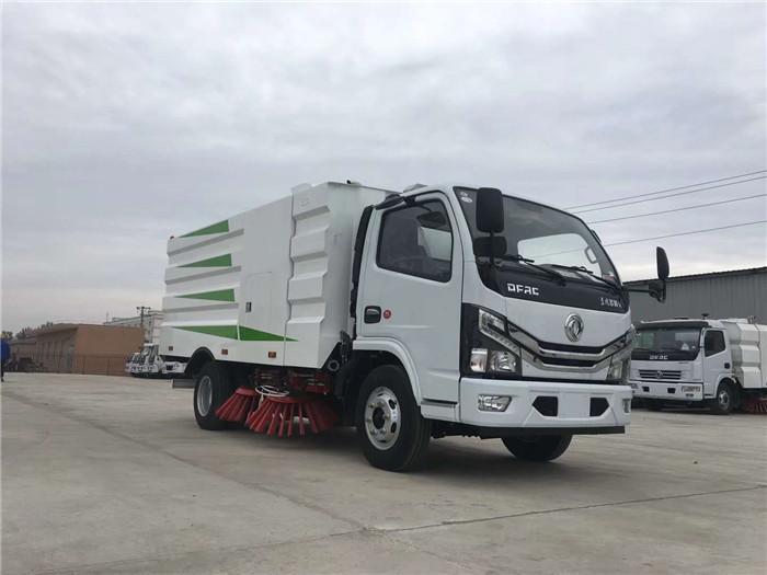 云南东风多利卡国六5吨扫路车,5.5方扫路车