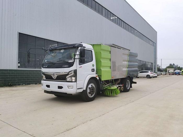 云南东风福瑞卡8吨洗扫车